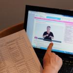 Information med text och teckenspråk